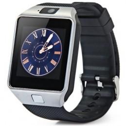 Pode utilizar-se como um relógio inteligente, também é um telefone. Com possibilidade de inserir cartão SIM e fazer chamadas ou enviar mensagens