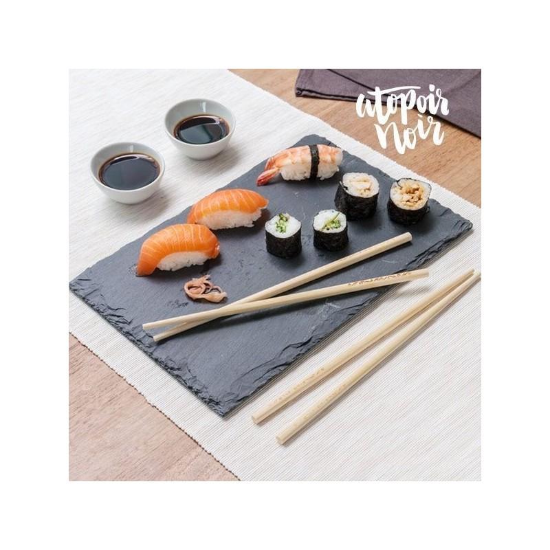 Se deseja dar um toque especial às refeições que serve em casa, não deixe escapar o set de sushi com bandeja de ardósia - 7 Peças