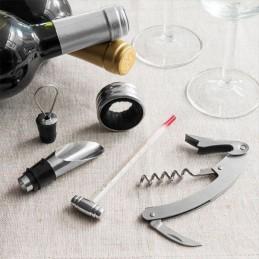 Uma prenda perfeita para os amantes de um bom vinho, inclui Anel anti-gotas, Termómetro, Doseador, Saca-rolhas e Estojo com fecho magnético