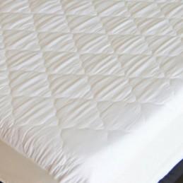 Proteja o seu colchão de manchas e sujidade graças à Capa de Colchão Acolchoada Impermeável Deluxe 160 x 200 cm, a melhor forma de preservar os colchões