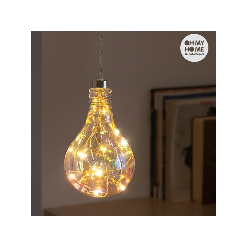 Este novo candeeiro com um design inovador, que contem 10 LEDs de luz quente.