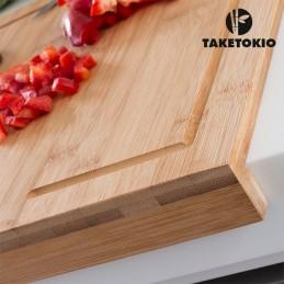 Esta tábua de corte é muito resistente e útil para cortar ingredientes rápido e confortavelmente.