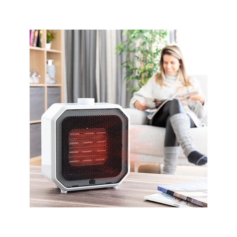 Um aquecedor portátil de cerâmica, que é muito cómodo e colocar em qualquer local e que fornece calor rápido e uniformemente por toda a divisão