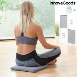 Uma confortável almofada de gel com um design alveolar com cobertura antiderrapante que equilibra a postura, distribui o peso corporal uniformemente e reduz a pressão sobre o cóccix.
