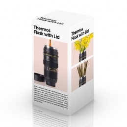 Um original e prático copo multi-funcional que tem a forma da objectiva de uma câmara fotográfica profissional.