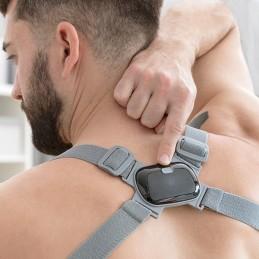 Um treinador de postura inteligente com alerta por vibração para corrigir a sua postura quando esta se desviar mais de 25 Graus da posição vertical adequada