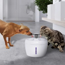 A fonte capaz de fornecer água potável saudável, segura e de alta qualidade a todos os animais de estimação, sejam eles cães ou gatos.