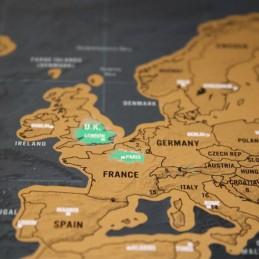 Recorde-se de todas as suas viagens com este mapa mundo, e risque todos os lugares que já visitou, enquanto decora as paredes de sua casa.