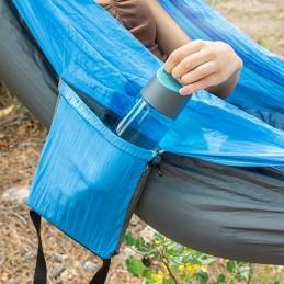 Graças ao seu original e prático design, esta cama de rede ocupa pouco espaço na bolsa de transporte integrada.