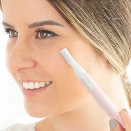 Uma depiladora facial esfoliante elétrica que remove rápida e eficazmente a pele morta e o pelo facial.