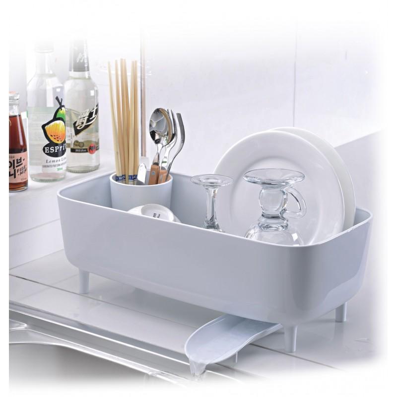 Com uma estrutura totalmente arejada, o escorredor despeja as gotas diretamente na pia, o que mantém a bancada limpa e seca