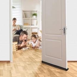 Uma proteção para porta ou janela à prova de correntes de ar que retém o calor e repele a humidade em qualquer superfície.